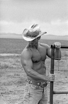shirtless cowboy on a ranch Cowboys And Angels, Hot Cowboys, Cowboy Up, Cowboy And Cowgirl, Country Boys, Country Music, Raining Men, The Ranch, Attractive Men