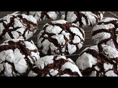How to make chocolate cake mix cookies – these are AMAZING and literally take 5 minutes to make! Chocolate Cake Mix Cookies, Chocolate Filling, How To Make Chocolate, Crinkle Cookies, Baking Sheet, Crinkles, Quick Easy Meals, Chocolate Recipes, Biscuits