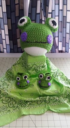 Frog Beanie and Booties