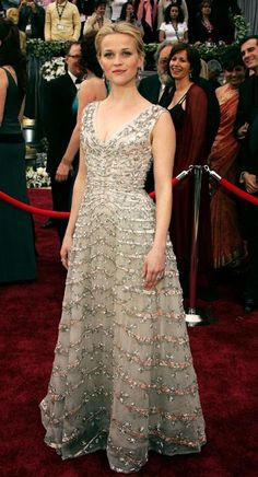 Reese Witherspoon, wore a vintage Christian Dior dress from the 1950s at the 2006 Oscar's Ceremony. She bought the dress at a vintage shop in Paris Celebs wearing Vintage « Lady Marshmallow
