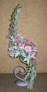 New Garden Club Journal     A traditional floral design - hogarth curve           flower arrangement