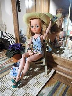 """Blonde UNEEDA 2S Dollikin Pin-Up Doll, Swimsuit Beach Chair Sunglasses Shoes 19"""""""