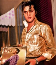 """( ☞ 2017 IN MEMORY OF ★ † ELVIS  PRESLEY ★ 40 YEARS AGO (1977 - 2017) """" Rock & roll ♫ pop ♫ rockabilly ♫ country ♫ blues ♫ gospel ♫ rhythm & blues ♫ """" ) ★ † ♪♫♪♪ Elvis Aaron Presley - Tuesday, January 08, 1935 - 5' 11¾"""" - Tupelo, Mississippi, USA. † Died; Tuesday, August 16, 1977 at 3:00 pm: Elvis is pronounced dead. (aged of 42 years, 07 months, 01 week, 01 day ) Resting place Graceland, Memphis, Tennessee, USA. Cause of death: (cardiac arrhythmia)."""