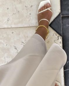 "Fashionable baby clothes, Minimalist fashion men, Fashion, White strappy heels, Fashion classy, Minimalist fashion - JOSEFINE  H  J on Instagram ""anklets 🖤 @79hour annonce"" -  #Fashionablebaby #clothes"
