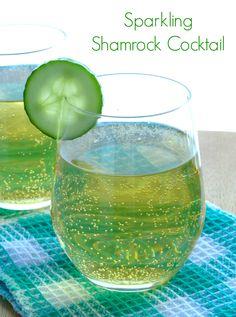 Sparkling Shamrock Cocktail Recipe - the perfect St Patrick's Day drink. www.pinkrecipebox.com