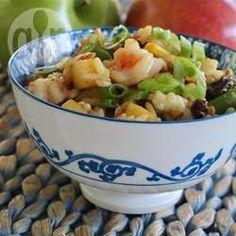 Gebratener Reis mit Garnelen / An diesen gebratenen Curryreis mit süß-saurer Note kommen Garnelen, Pilzen, Gemüse und Rosinen.@ de.allrecipes.com