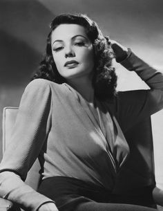 Below are a few gorgeous photos of the actress Gene Tierney. Old Hollywood Glamour, Golden Age Of Hollywood, Vintage Glamour, Vintage Hollywood, Hollywood Stars, Vintage Beauty, Classic Hollywood, Vintage Films, Gene Tierney