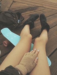 when are your girls' summer breaks? i'm going to be traveling a lot xx Penny Skateboard, Acacia Brinley, Skate Girl, Black Combat Boots, California Style, Hipster Fashion, Black Wedges, Summer Of Love, Summer Fun