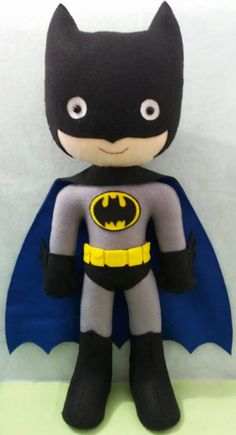 Batman de feltro Tin Can Crafts, Felt Crafts, Hero Central Vbs, Rakhi Making, Baby Batman, Batman Birthday, Felt Dogs, Superhero Party, Boy Doll