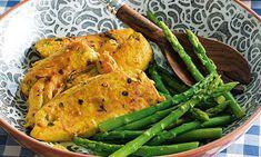Prepare este frango marinado com açafrão, alho, limão e hortelã. Pode deixar o frango a marinar de manhã e cozinhar só à noite, para um sabor extra.
