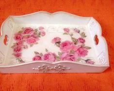 bandeja-mdf-com-decoracao-floral-revestida-vidro-liquido-vania-e-valdez