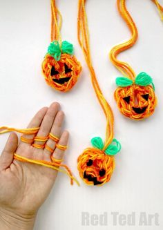 How to Finger Knit a Pumpkin - more fun with finger knitting! Oh yes we have done it again another finger knitting project idea - make these oh so easy finger knitted Jack O'Lantern! How we love CUTE Halloween Crafts for Kids! Halloween Decorations For Kids, Halloween Crafts For Toddlers, Crafts For Kids To Make, Toddler Crafts, Finger Knitting Projects, Knitting For Kids, Knitting Tutorials, Sewing Projects For Kids, Sewing For Kids