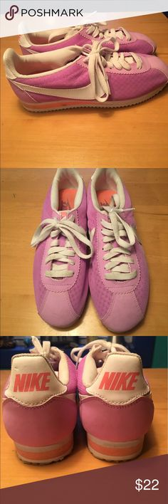Old school Nike Sneakers How retro are these!!✌️ I wore them prob 5x they have a few spot but nothing horrible. Perfect for spring and summer 💜 nike Shoes Sneakers