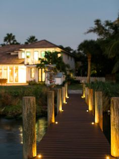 HGTV.com shares stunning pictures of the dock. The coolest thing under the Florida sun is this breezy boat dock, designed to entice both nature-lovers and watersports fans.