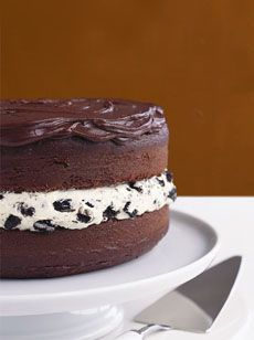 Chocolate-Covered OREO Cookie Cake recipe The recipe is delicious and SO easy! The oreo filling icing makes a lot of icing so next time I'm going to try icing the outside with it and chocolate on the inside! Think Food, Love Food, Bbq Dessert, Oreo Cookie Cake, Oreo Cookies, Brownie Cake, Cake Recipes, Dessert Recipes, Kraft Recipes