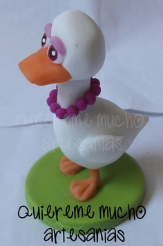 SOUVENIRS PORCELANA FRIA PATITA BLANCA ZENON Farm Birthday, Birthday Parties, Gallo Pinto, Clay Fairy House, Biscuit, Clay Fairies, Kids Party Themes, Farm Party, Rubber Duck