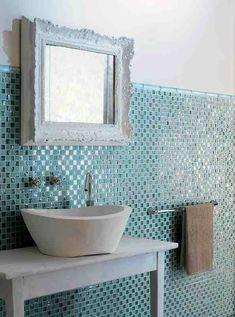 bad fliesen glas mosaik hellblau vintage spiegelrahmen
