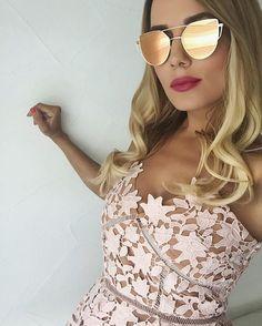 Gorgeous beige lace summer dress. #elegant #fashion #lesbeiges #lacedress #sunglasses #fashionblogger #fabfashionfix Lace Summer Dresses, Dresses For Work, Glamorous Dresses, Nude Color, City Style, Get Dressed, Fashion Details, Beige, Mirrored Sunglasses