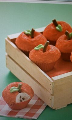 Fun, Fall Cupcakes :) can do the same for apples!