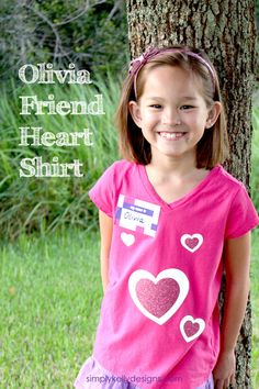 Use heat transfer vinyl to create an easy Olivia friend costume for your LEGO Friends lover! Free cut file included.