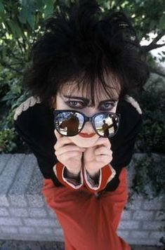 By bad I mean human - not the divine look that she sports of the time. She's as close to perfection as humans can get, duh. Siouxsie Sioux, Siouxsie & The Banshees, Punk Rock, Dark Wave, Goth Bands, 80s Goth, All Tomorrow's Parties, Post Punk, Look At You