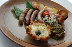 Cooked breakfast at The Russian Tavern Sausage, Russia, Cooking, Breakfast, Food, Kitchen, Morning Coffee, Kochen, Eten