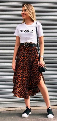 Animal print is here to stay, and these 10 pictures are proof that it's not too late to venture to the wild side. Source by culturacolectiva Outfits verano Casual Chic Outfits, Cute Outfits, Fashion Outfits, Fashionable Outfits, Fashion Clothes, Fashion Tips, Animal Print Maxi Dresses, Animal Print Clothes, Animal Print Skirt