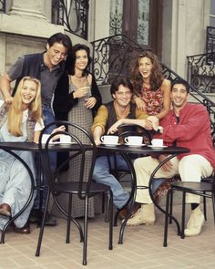 FRIENDS -- Season 1 -- Pictured: (l-r) Lisa Kudrow as Phoebe Buffay, Matt LeBlanc as Joey Tribbiani, Courteney Cox as Monica Geller, Matthew Perry as Chandler Bing, Jennifer Aniston as Rachel Green, David Schwimmer as Ross Geller, -- (Photo by Reisig & Taylor/NBC/NBCU Photo Bank via Getty Images)