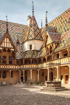 BEAUNE Bourgogne, Côte d'Or - Hospice de Beaune http://normandritaglobetrotters.com/category/uncategorized/?utm_content=bufferce532&utm_medium=social&utm_source=pinterest.com&utm_campaign=buffer