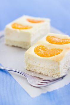 Ein Kuchen für jede Jahreszeit: Mandarinen-Käsekuchen. Sehr saftig, einfach zu backen und mehrere Tage haltbar, weshalb der Kuchen gut vorzubereiten ist.