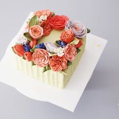 Student's work from Taiwan . #flowercake #buttercreamcake #studentswork #buttercake #koreanflowercake #lisianthus #butter #square #specialcake #am1122cake #buttercream #wiltoncake #wilton #florist #flower #플라워케이크 #버터크림 #디테일코스 #수제케이크 #꽃스타그램 #케익스타그램 #플라워케익 #꽃케이크 #천호동 #주문케이크 #鲜花蛋糕 Detail course 4th Flower cake