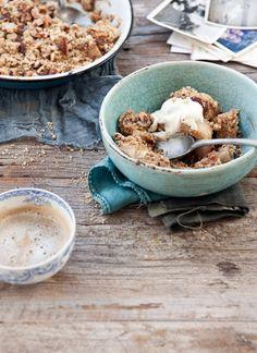 Nutty hazelnut + almond pear crumble with elderflower cream — WHAT KATIE ATE Cream Recipes, Pie Recipes, Vegan Recipes, What Katie Ate, Elderflower, Thanksgiving Desserts, I Love Food, Just Desserts, Delicious Desserts