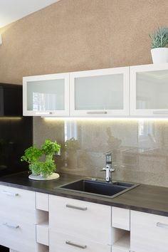 Keittiön seinässä Tunto Kivi -kivipinnoitetta Kitchen Paint, Kitchen Dining, Kitchen Cabinets, Dining Room, Beach Kitchens, Home Kitchens, Interior Paint, Interior Styling, Farmhouse Style