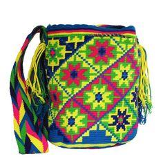 Plateia.co #ValoralaIdentidad #PlateiaColombia #Colombia #artesania #handicraft Mochilas Wayúu Colombianas