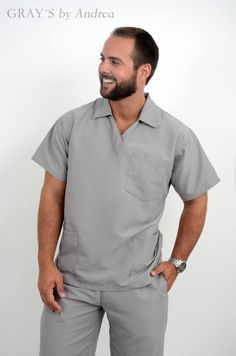 Modelo 4402 Gris claro Dental Uniforms, Mens Tunic, Hotel Uniform, Studio Setup, Scrubs, Men Casual, Mens Fashion, Couture, Mens Tops