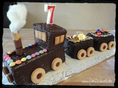 All Time Easy Cake : Train cake, First Birthday Cakes, Birthday Cake Girls, Desserts For A Crowd, How To Eat Better, Food Cakes, Cake Tutorial, Cakes And More, Cake Designs, Kids Meals