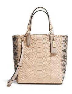 ¿Qué tendrá la piel de pitón que resulta tan elegante?  http://cincuentopia.com