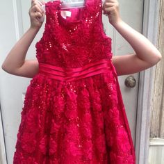 Girls American princess formal dress Worn one time on a Cruise would be great for a wedding. Dress is in excellent shape American princess Dresses