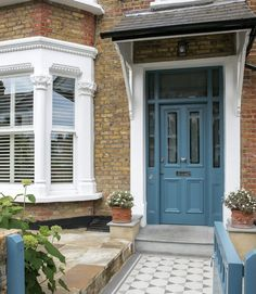 By reconfiguring their period home, the owners have created a harmonious layout filled with colour, character and natural lightThe owners had lived in their Edwardian terraced house in Southwest … Victorian Front Garden, Victorian Terrace Interior, Victorian Front Doors, Victorian Townhouse, London Townhouse, London House, Victorian Homes, Front Door Steps, Front Door Porch
