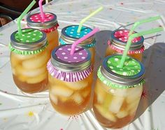 Saw this on my friend Lois's fb page. What a cute idea for a summer party - mason jars and cupcake papers for drinks.