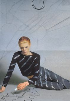 David Bowie drawing on the floor, 1975