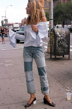 Fashion Gone rouge. - Street Style And Fashion Ideas Style Outfits, Fashion Outfits, Womens Fashion, Fashion Trends, Fashion Ideas, Patchwork Denim, Pink Chinos, Moda Jeans, Look Jean