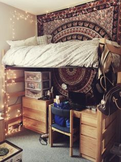 College dorm rooms are generally something that, in their most basic, truest form, tend not to be considered particularly aesthetically pleasing. At any given dormitory at an institution of higher lea(Diy Decorations For Dorm) Dream Rooms, Dream Bedroom, My New Room, My Room, Cool Dorm Rooms, Boho Dorm Room, Dorm Life, College Life, Funny College