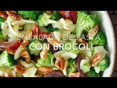 Ensalada de pasta con brócoli, uvas y nuez (lista en 15 minutos)