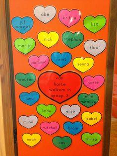 Leuk voor op de klasdeur! Hartjes laten versieren.