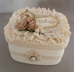 17 ideas for shabby chic fai da te vintage Shabby Chic Boxes, Shabby Chic Crafts, Vintage Crafts, Vintage Shabby Chic, Shabby Chic Decor, Manualidades Shabby Chic, Diy And Crafts, Arts And Crafts, Altered Bottles