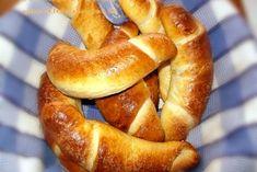 Cornuri de brutar - Romanian Recipe Tested and Breakfast Snacks, Breakfast Recipes, Dessert Recipes, Good Food, Yummy Food, Cinnabon, Romanian Food, Pastry And Bakery, Food Test