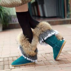 UGG Boots Outfit UGG Australia Classic Fashion trends Haute couture Style tips Celebrity style Fashion designers Casual Outfits Street Styles Women's fashion Runway fashion Ugg Boots Outfit, Ugg Shoes, Mk Boots, Bean Boots, Warm Boots, Snow Boots, Winter Boots, Winter Rain, Fuzzy Boots