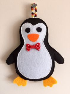 Felt Christmas Ornaments, Beaded Ornaments, Christmas Crafts, Felt Crafts, Fabric Crafts, Diy And Crafts, Canvas Art Projects, Felt Bookmark, Hand Embroidery Videos