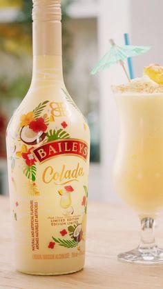 Baileys Colada, Baileys Drinks, Baileys Recipes, Pina Colada Recipe Non Alcoholic, Alcoholic Drinks, Beverages, Fancy Drinks, Yummy Drinks, Smoothie Drinks